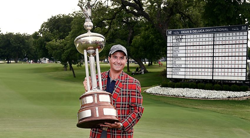 Kevin Kisner with D&D trophy