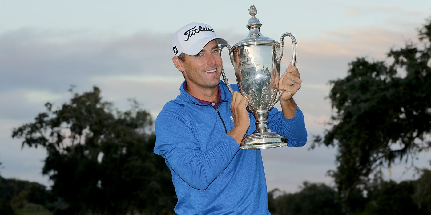 Charles Howell III lifts the RSM trophy