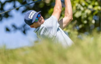 Knous, McNealy share lead