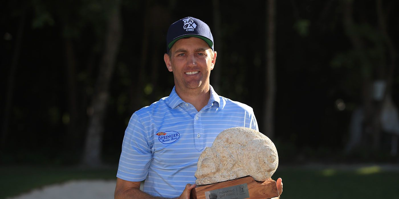 Brendon Todd with Mayakoba trophy