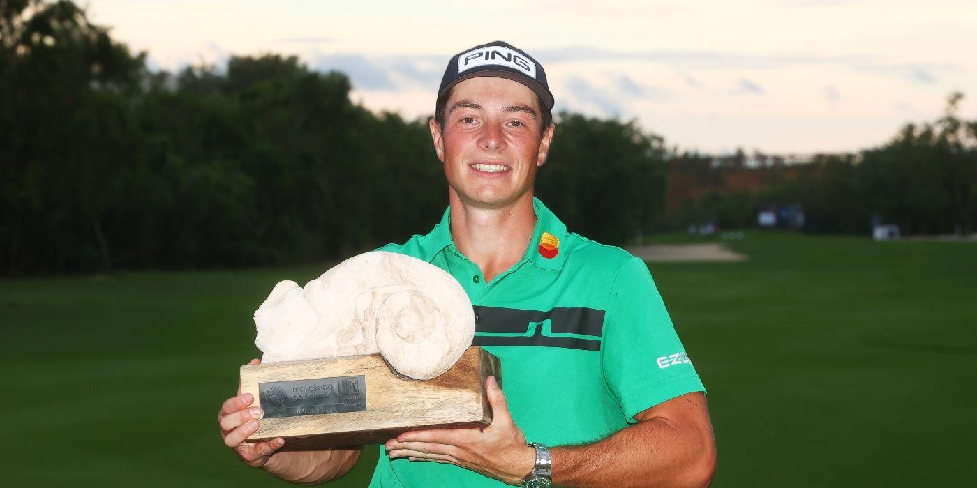 Viktor Hovland with Mayakoba trophy