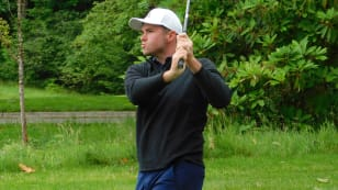 Average putting day doesn't stop Davison from taking 54-hole lead