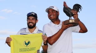 Munoz remade his swing, hoisted Reveille the Rooster