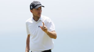 Russell Henley shares lead with Louis Oosthuizen in suspended U.S. Open